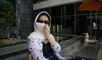 一个中国女孩嫁到迪拜的日常生活,负责生孩子和购物花钱