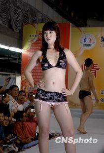 广州上演人体模特秀和秦汉唐 肚兜秀