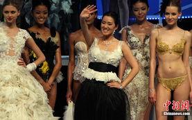 ...夏系列)发布在北京拉开帷幕.来自海内外的50个中外时尚品牌与机...