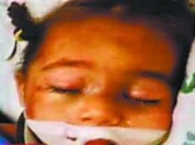 女子用胶将女儿粘墙殴打获刑99年