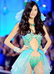 ...models.com排名第13名的名模,她以一字浓眉,明眸挺鼻的立体五...