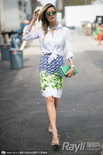 美利坚色撸撸- Martha Graeff白色衬衣搭配印花半裙,甚是清新靓丽,衬衫系于腰间,...