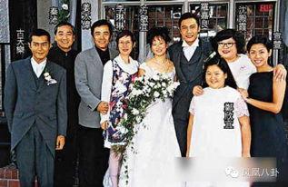 罗嘉良与第一任太太方敏仪有一段长达18年的情侣关系,二人在1998...