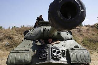 ...政府军用缴获的IS-3坦克作战-国际军事图