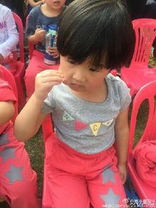 陆毅鲍蕾二女儿照片曝光与贝儿神似 圆脸呆萌被称苹果妹