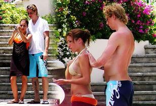 托雷斯与女朋友海滩度假 被偷拍艳照