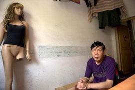 62岁老汉发明无肩带文胸获专利