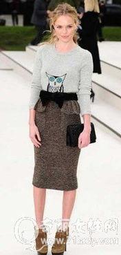 高腰一步裙配针织衫-春季不同场合约会的着装