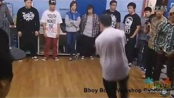 赵四霹雳舞 欢乐喜剧人第三季第八期里面赵四出场跳舞的歌名叫什么