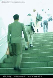 上楼梯的男人背影图片免费下载 红动网