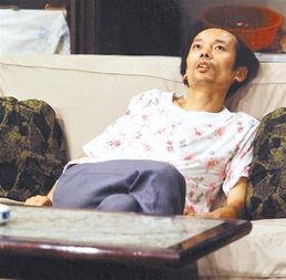 一起撸吧爱你-原标题:23年前的长发葛优杀进表情包   葛优躺在沙发上一脸