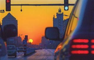 日,迎着初升的太阳,忙碌的人们开始了一天的工作和生活.连日来,...