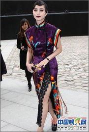 是回到上个世纪上海.高贵的紫色旗袍,绣有栩栩如生的花朵,尽显贵...