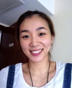 艹爽了-真实的我中国女篮第一美女赵爽近日在自己的微博上晒出了儿时和父母...