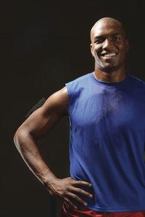 自信笑容的黑人运动员图片高清图片免费下载 jpg格式 667像素 编号...