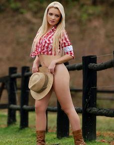性感女郎亚丝明变农场女 秀美胸翘臀