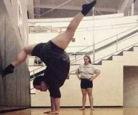 ...拿生命练芭蕾,横叉下腰舞姿灵动刷爆老外朋友圈 5