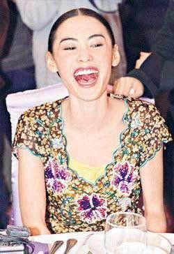 甲斐姬无惨-倪虹洁大笑形象全无 揭惨被笑容毁容的女星