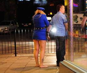 英国城市的迷乱夜生活图片