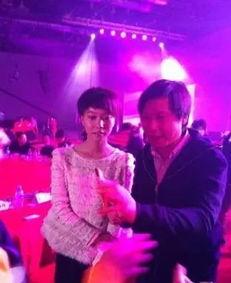 雷军老婆张彤是个演员怎么认识的 雷军女儿雷怡欣年龄照片
