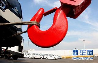 新利棋牌官方下载-7月10日,一批工程机械和车辆在江苏连云港港口码头集结等待出口....