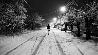 身边围满人,孤寂仍如影相随-深度诗文 瑜伽,最浪漫的情诗