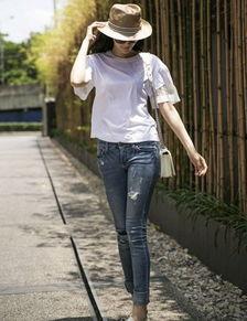 T恤+九分牛仔裤-吴佩慈支招多变魅力搭 清爽迎盛夏