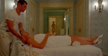 ,出身底层,拍情色电影跻身好莱坞,靠演花瓶一炮而红,成为一代性...