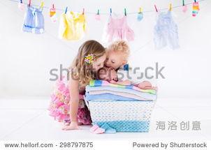 姐和弟干18p图-...的毛巾 哥哥和姐姐接吻小姐妹 兄弟姐妹关系 两个蹒跚学步的孩子吻...