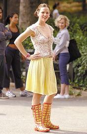 五月细雨 潮靴最招摇  也许你对五月细雨讨厌的厉害,可没想到这是明...