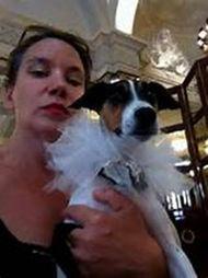 有女人和狗操逼的视频吗-英女子与宠物狗举行盛大婚礼 单膝下跪向狗求婚