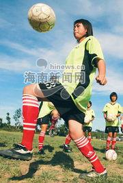 怀希望与梦想的足球女孩们.
