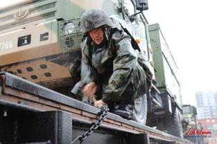 官兵在暴雨中车辆装载7-第39集团军某炮兵旅千里跃进贺兰山古战场 ...