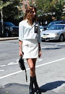 一黑干两白15p-白衬衫搭配黑色铅笔裤或背带裤,或是加上黑色的手包和鞋子,时尚界...