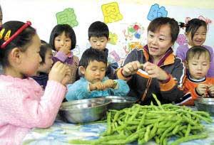 ...做饭等家务劳动,体验家长的辛苦,从小培养孝敬父母的美德.-中国...