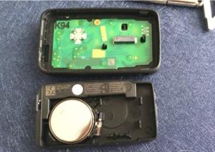 沃尔沃车钥匙怎样换电池