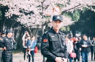 ...称武大不仅风景美,还盛产男神女神,连保安都那么帅.负责樱花节...