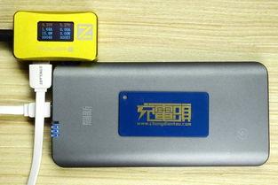 给小米2、小米2C同时充电,左为小米2C,17.