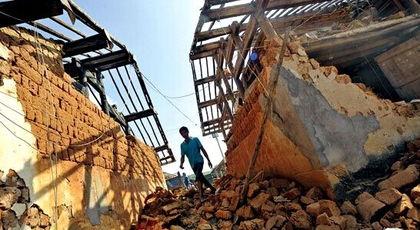 ...,墙体垮塌,但房屋依然矗立.李进红摄-云南景谷唯一遇难者 退休...
