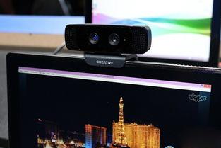 近手柄的位置就安装了一颗拥有RealSense技术的摄像头,用户只要站...