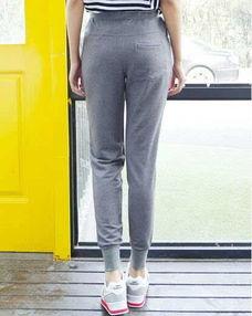 灰色运动裤配什么上衣 灰色运动裤颜色搭配教程大盘点