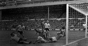 西德最后1分钟追平-世界杯十大经典战役 小贝染红黑豹演大四喜