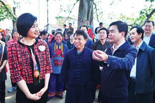 凤凰卫视吴小莉率队到武鸣 马飚接受栏目组的采访