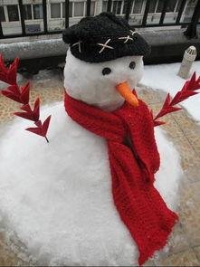 堆雪人的时候,怎么堆会比较好看呢