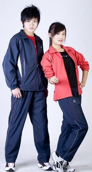 尔曼教练投资的蓝带体育公司.该公司产品包罗万象:运动服装、鞋、运...