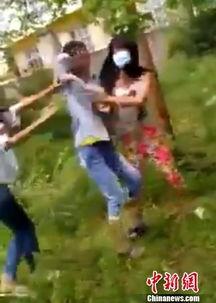 ...围殴一女生 拍视频发网络