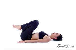 并拢,双手置于身体两侧;双膝慢慢并拢向上弯曲,贴近胸部;   Tips...
