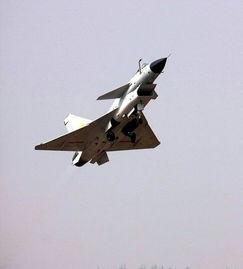 场的所有型号的国产飞机全部升空,进行航展前的飞行训练.(摄影:...