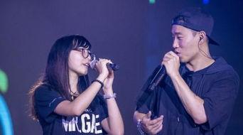 通过中国最大的视频直播网站YY进行直播,引发巨大人气,同时在线人...