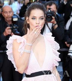 欧美女星走红毯何以这么美 原来全靠 冷门珠宝